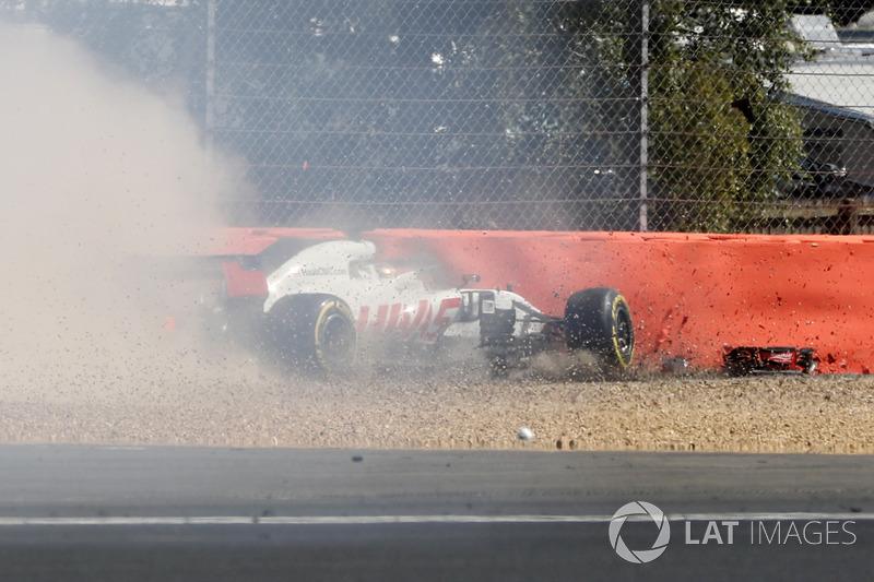 После столкновения с Карлосом Сайнсом Ромен Грожан сошел в четвертый раз за десять гонок нынешнего сезона. Это уже больше, чем за каждый из двух прошлых лет, когда у француза было всего по три схода.
