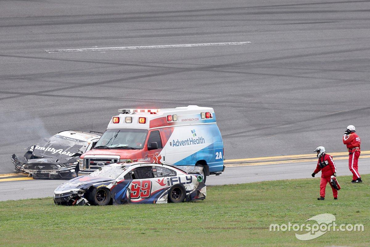 Aric Almirola, Stewart-Haas Racing, Ford Mustang Smithfield, Daniel Suarez, TrackHouse Racing, Chevrolet Camaro iFly, crash