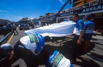 Bergung des Unfallautos von Michael Schumacher, Benetton B194