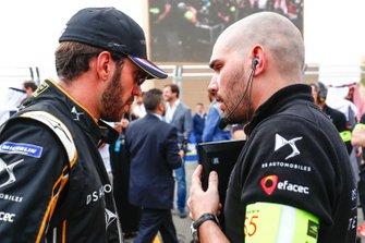 Jean-Eric Vergne, DS TECHEETAH talks with his engineer