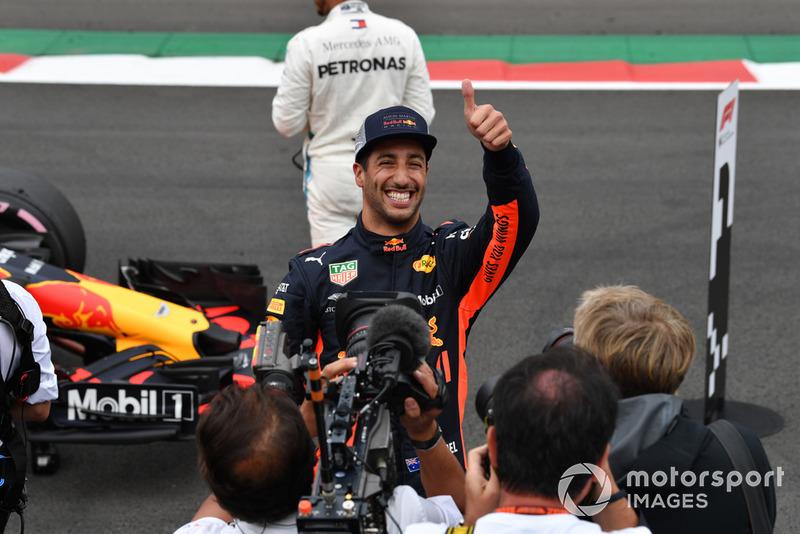 Ganador de la pole Daniel Ricciardo, Red Bull Racing en Parc Ferme