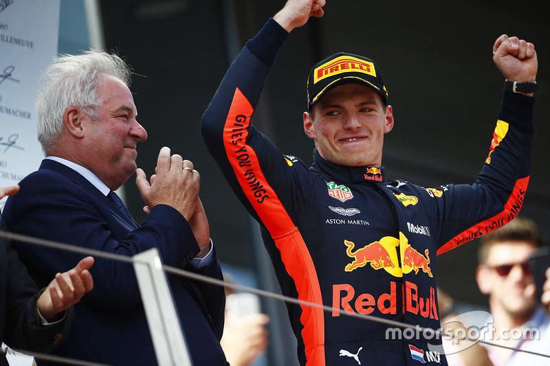 Sur le podium : le vainqueur Max Verstappen, Red Bull Racing