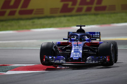 Brendon Hartley, Toro Rosso STR13, salta un bordillo