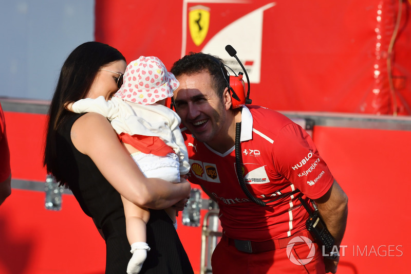 Minttu Virtanen, esposa de Kimi Raikkonen, Ferrari con su hija Rianna Raikkonen