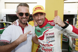 Pole position for Esteban Guerrieri, Honda Racing Team JAS, Honda Civic WTCC with Tiago Monteiro, Honda Racing Team JAS, Honda Civic WTCC