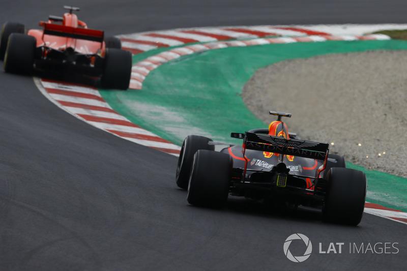 Sebastian Vettel, Ferrari SF71H, Max Verstappen, Red Bull Racing RB14