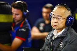 Представитель Honda в гараже Scuderia Toro Rosso
