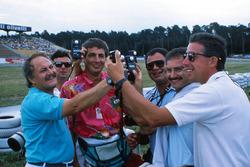 Los fotógrafos de F1, Daniele Amaduzzi, Ercole Colombo, Jean-Francois Galeron, Pat Behar, Jad Sherif y Keith Sutton, comparan los fotómetros