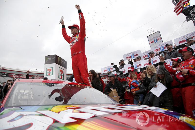 Winner Kyle Busch, Joe Gibbs Racing