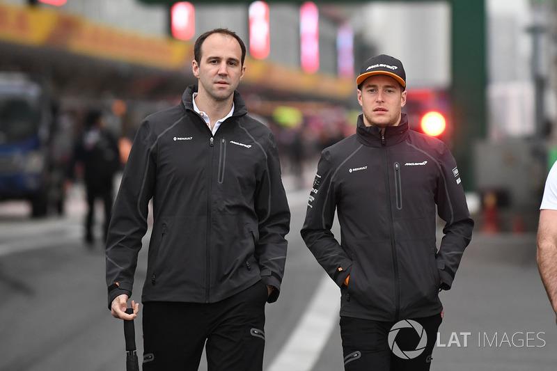Stoffel Vandoorne, McLaren walks the track with Tom Stallard, McLaren Engineer