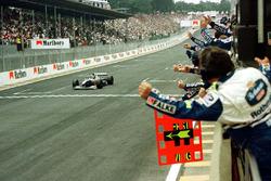 Sieg für Jacques Villeneuve, Williams FW19