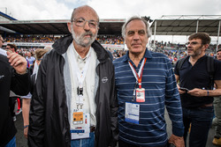 Motorsport.com's technical illustrator Giorgio Piola with Henri Pescarolo