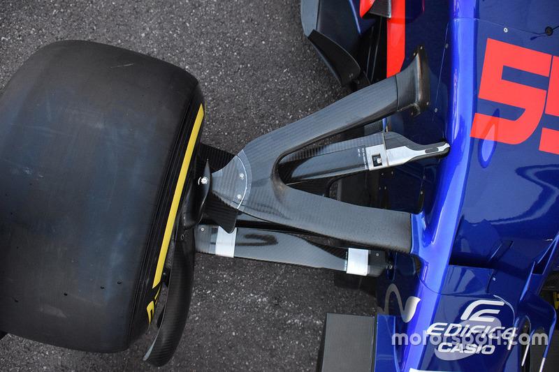 Detalle de la suspensión delantera del STR12 de la Scuderia Toro Rosso