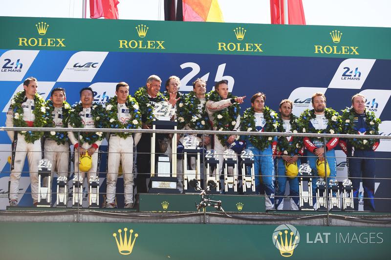 Podium general: ganadores, Timo Bernhard, Earl Bamber, Brendon Hartley, Porsche Team, segundo, Ho-Pin Tung, Oliver Jarvis, Thomas Laurent, DC Racing, tercero, Mathias Beche, David Heinemeier Hansson, Nelson Piquet Jr., Vaillante Rebellion Racing