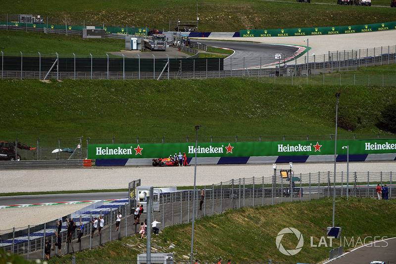 Max Verstappen, Red Bull Racing RB13 retires from the race on lap one