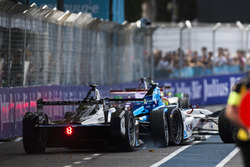 Crash: Stéphane Sarrazin, Venturi and Robin Frijns, Amlin Andretti Formula E Team