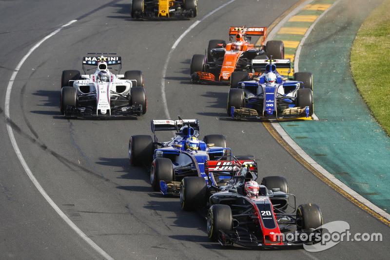 Rennstart: Kevin Magnussen, Haas F1 Team VF-17; Marcus Ericsson, Sauber C36; Antonio Giovinazzi, Sau