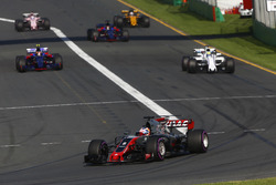 Romain Grosjean, Haas F1 Team VF-17, leads Felipe Massa, Williams FW40, Carlos Sainz Jr., Scuderia Toro Rosso STR12, and Daniil Kvyat, Scuderia Toro Rosso STR12, at the start