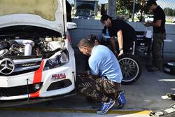 Crews work on the #77 MP3A Mercedes C250, Ernesto Benitez, Miami Premium Race