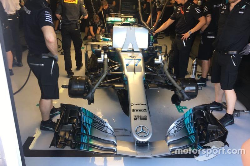Mercedes W08 di Valtteri Bottas nel box Mercedes AMG F1