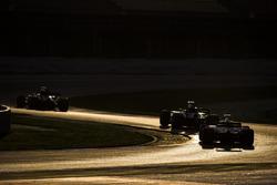 Джолион Палмер, Renault Sport F1 RS17, Маркус Эрикссон, Sauber C36, и Ромен Грожан, Haas F1 VF-17