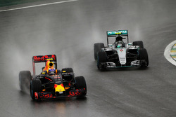 Max Verstappen, Red Bull Racing RB12 leads Nico Rosberg, Mercedes AMG F1 W07 Hybrid