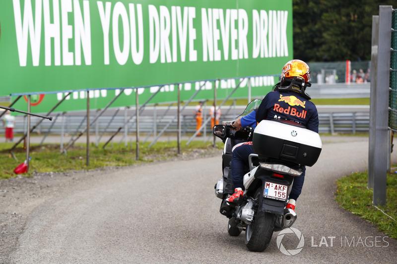 Verstappen, de nuevo castigado por Renault