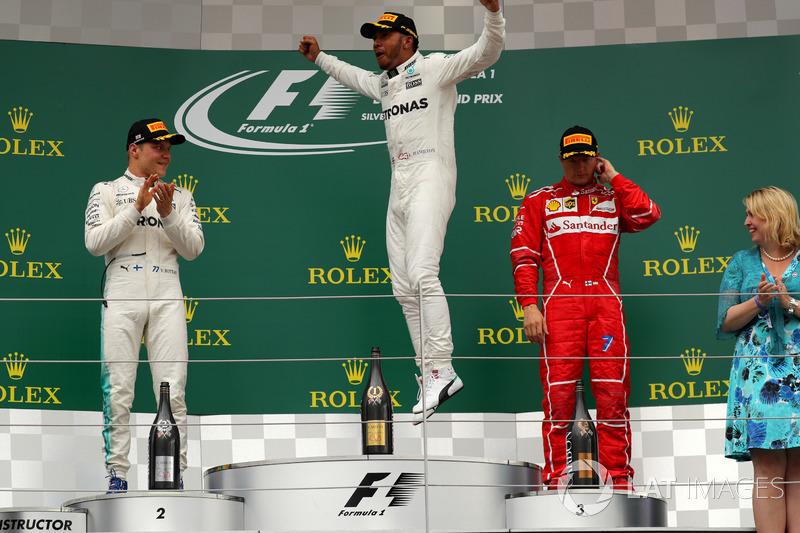 Podio: ganador de la carrera Lewis Hamilton, Mercedes AMG F1, segundo lugar Valtteri Bottas, Mercedes AMG F1, tercer lugar Kimi Raikkonen, Ferrari