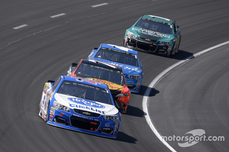 A.J. Allmendinger, JTG Daugherty Racing, Chevrolet; Martin Truex Jr., Furniture Row Racing, Toyota