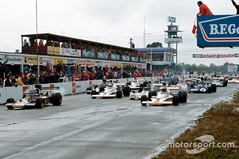 Start: Peter Revson, McLaren M23, Ronnie Peterson, Lotus 72D