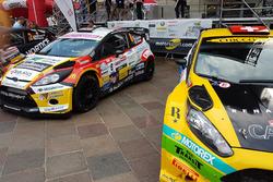 Le vetture di Sébastien Carron e Kevin Gilardoni ai piedi del podio