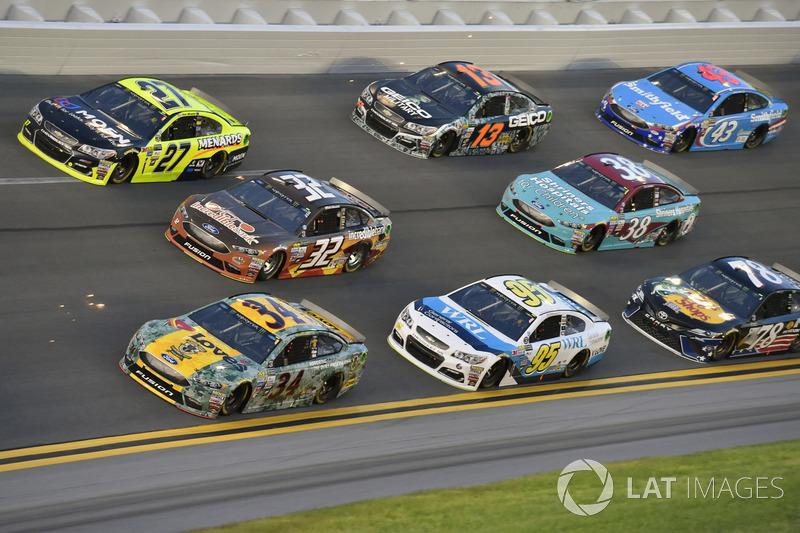 Landon Cassill, Front Row Motorsports Ford, Matt DiBenedetto, Go Fas Racing Ford, Paul Menard, Richa