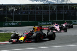 Daniel Ricciardo, Red Bull Racing RB13, Sergio Perez, Sahara Force India VJM10 and Esteban Ocon, Sahara Force India VJM10