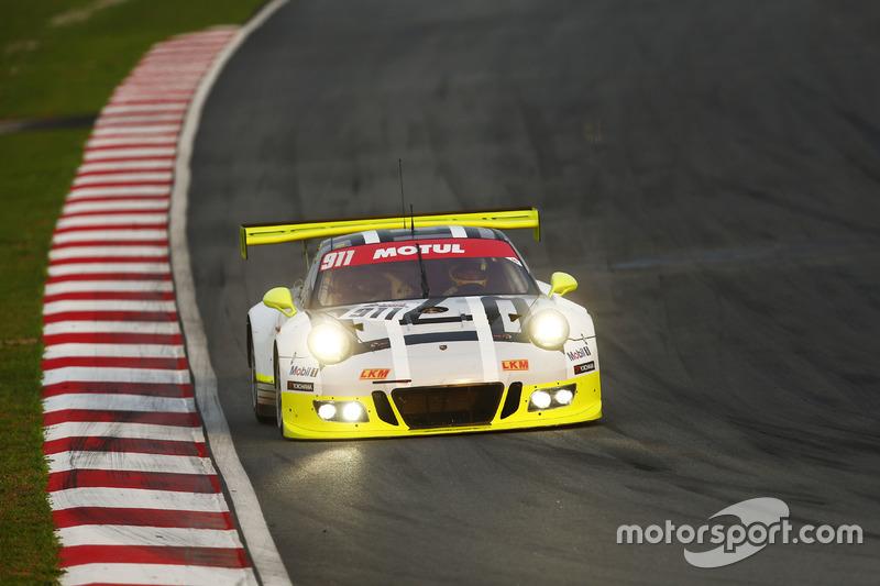 #911 Manthey Racing Porsche 911 GT3R: Earl Bamber, Nick Tandy, Patrick Pilet