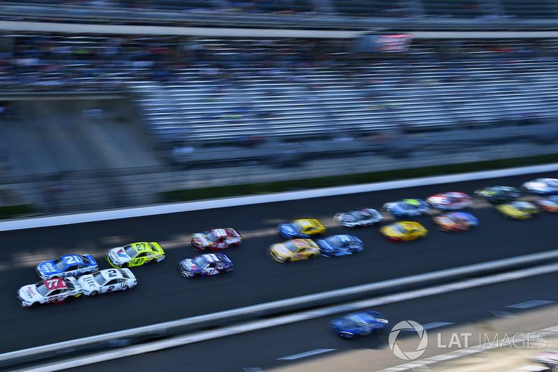 Erik Jones, Furniture Row Racing Toyota, Brad Keselowski, Team Penske Ford