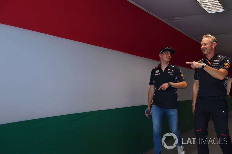 Max Verstappen, Red Bull Racing RB13 y Jonathan Wheatley, Red Bull Racing RB13 manager del equipo