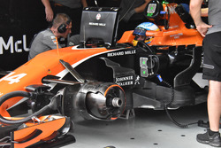 Fernando Alonso, McLaren MCL32 barge boards