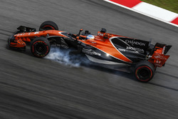 Fernando Alonso, McLaren MCL32 bloque une roue
