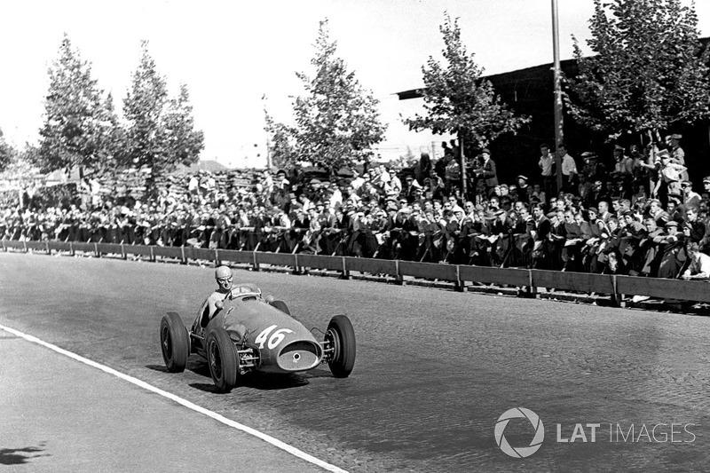 Alberto Ascari: Anos na Ferrari: 1950-1953 / GPs: 26 / Vitórias: 13 / Títulos: 2