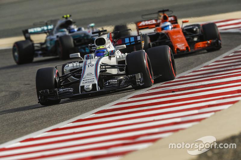 Фелипе Масса, Williams FW40, Фернандо Алонсо, McLaren MCL32, и Валттери Боттас, Mercedes AMG F1 W08