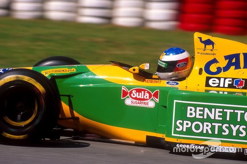 …а незадолго до середины дистанции с отказавшим мотором остановился и Михаэль Шумахер. После этого соперников у Williams не осталось – Прост опережал Хилла на 20 секунд, где-то далеко позади третьим шел Алези.
