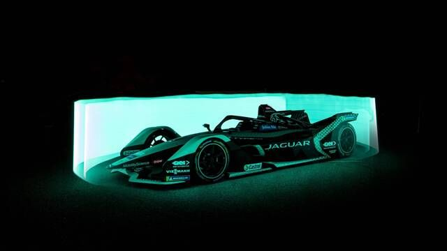 Jaguar I-TYPE 5 Light show