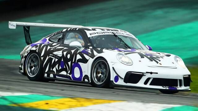 Porsche Cup Brazil: Oak Racing Team's hand painted car