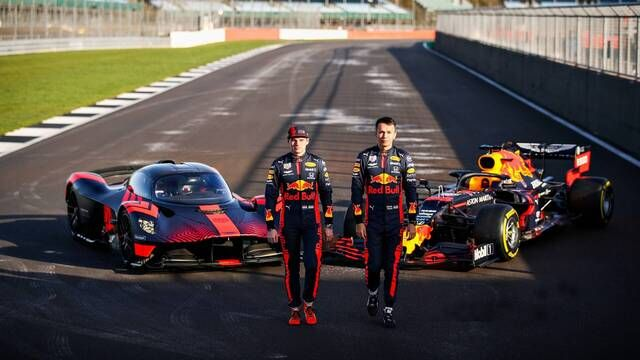 Verstappen and Albon drive the Aston Martin Valkyrie for the first time