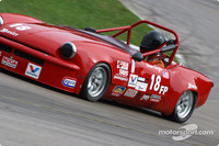 RACE: Valvoline Runoffs: Sargis dominates FP race