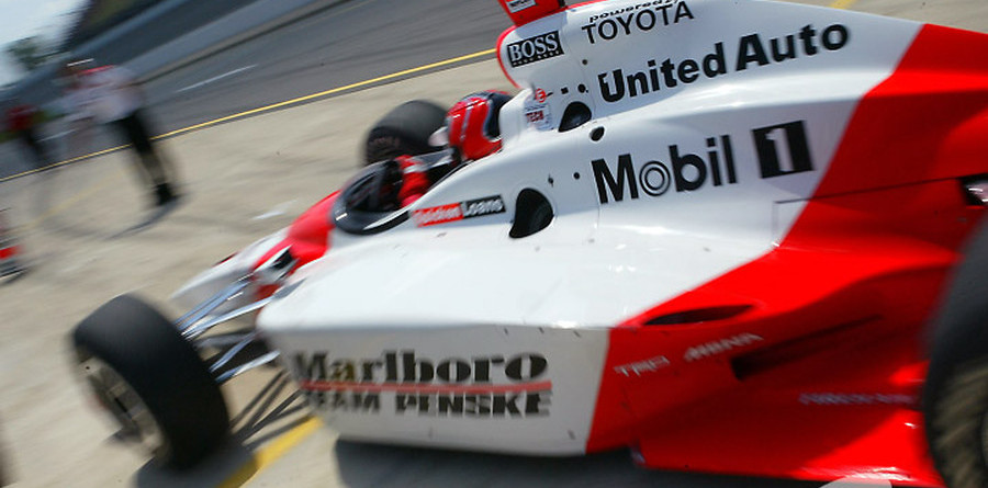 IRL: Helio Castroneves wins tight race at Nazareth