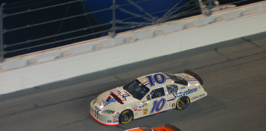 Stewart dusts 'em at Daytona