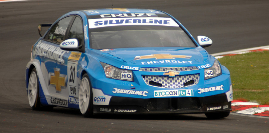 MacDowall takes maiden series pole at Snetterton