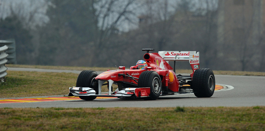 Valencia takes center stage with first 2011 test days