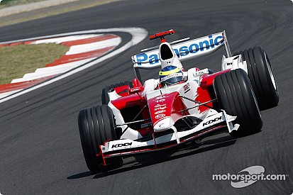 Toyota gifts Zonta 2004 F1 car